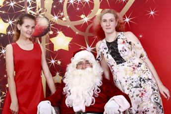 2017-12-03 Erin and Abby Santa 001